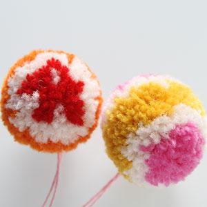 Produktbild: Två pompom bollar