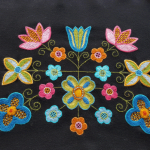 broderade blommor